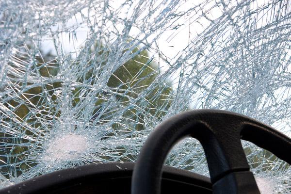 سیدوشریف، کمسن ڈرائیور کے ہاتھوں تیز رفتاری کے باعث کار گھر میں گھس گئی
