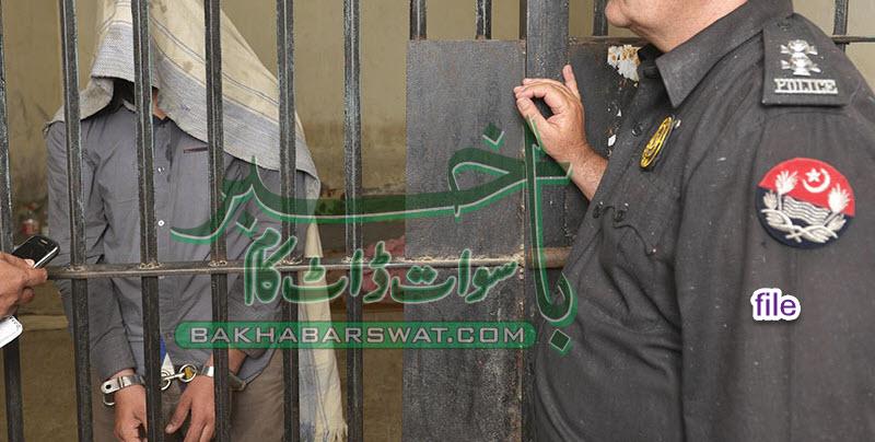 غالیگے پولیس کی کارروائی، ٹرک سے 100 قیمتی سلیپر برآمد،ملزم گرفتار