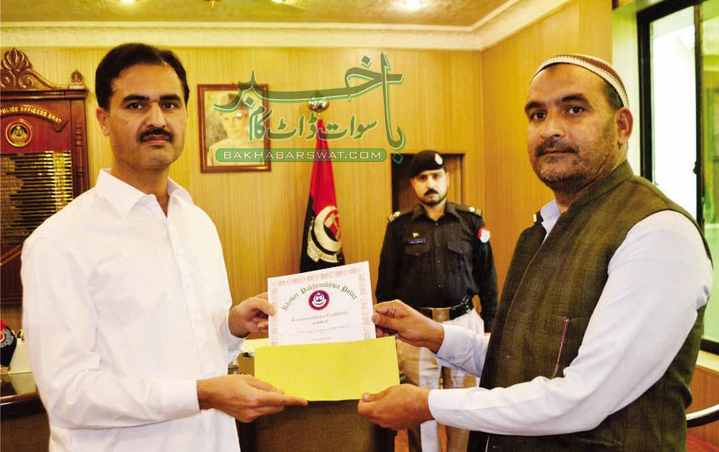 سیکورٹی برانچ کے فیصل نعمان کو بہترین کار کردگی پر انعام سے نوازا گیا